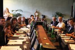 tavolo con partecipanti