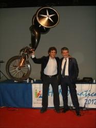 Alex Zanardi con Andrea Pontremoli e l'handbike di Londra 2012